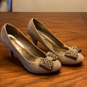 Taupe fabric pumps with jeweled bow